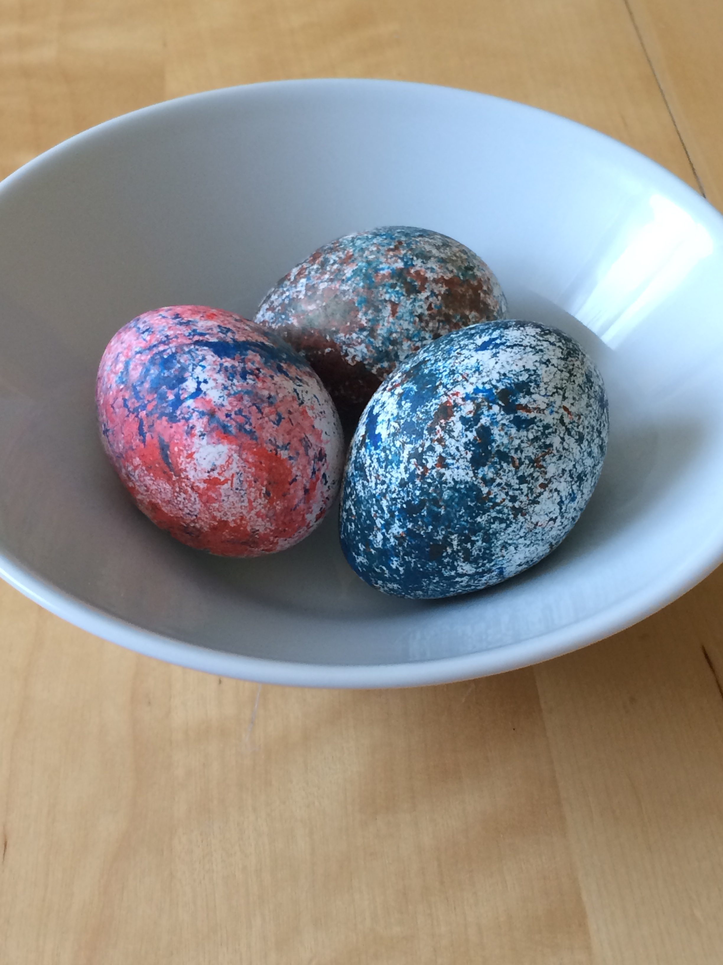 Gesprenkelte Ostereier mit Reis färben – Fräuleinwunder